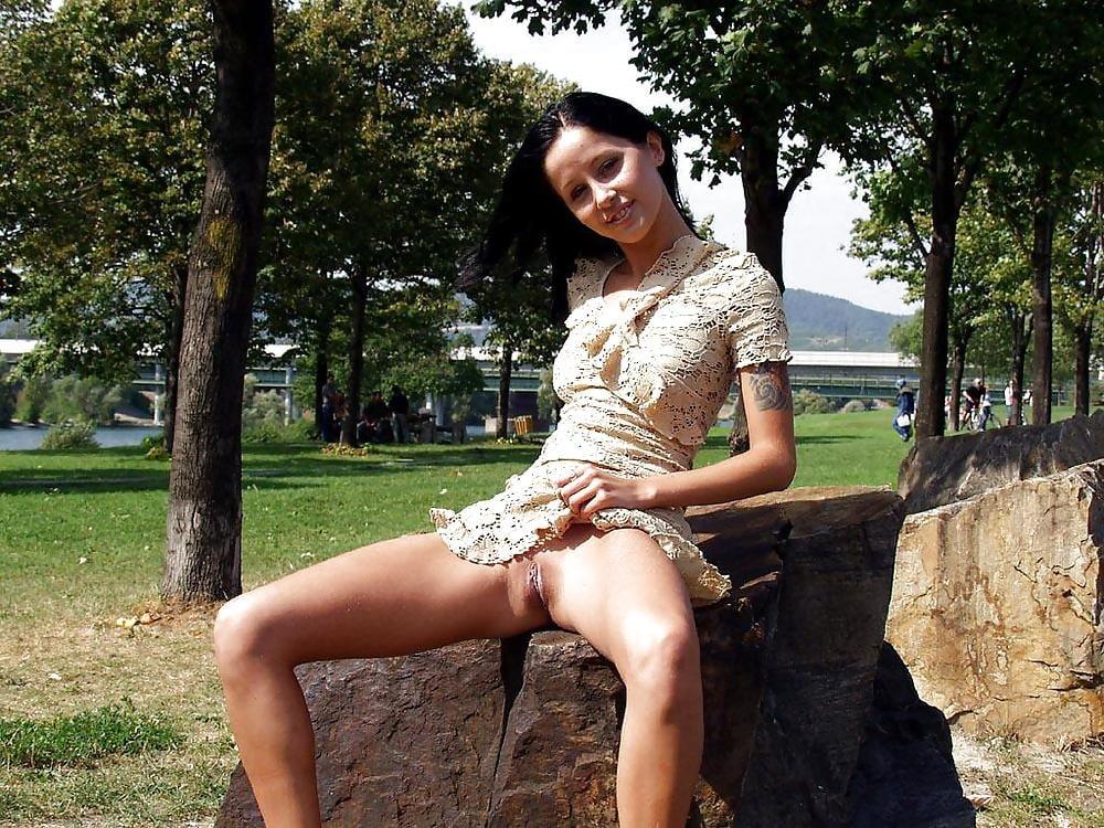 Порно ролики под юбкой в парке