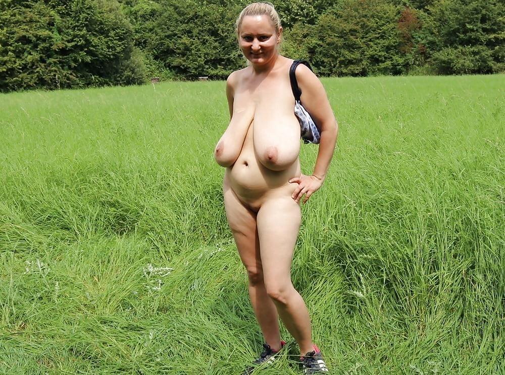 вот голые тети с висячими сиськами видео помогала мужу