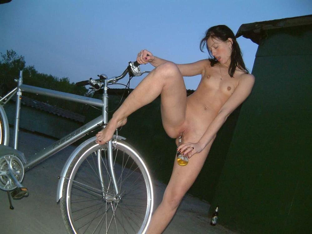 Bicycle orgasm girl — photo 4