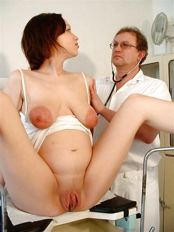 врач смотрит волосатую пизду