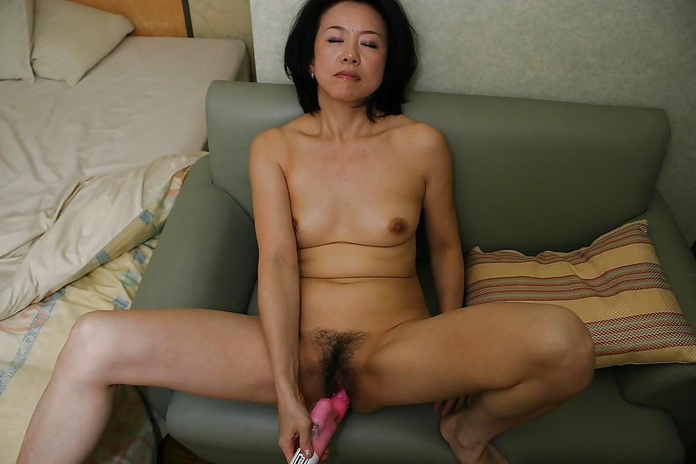 Asian milf nude photos