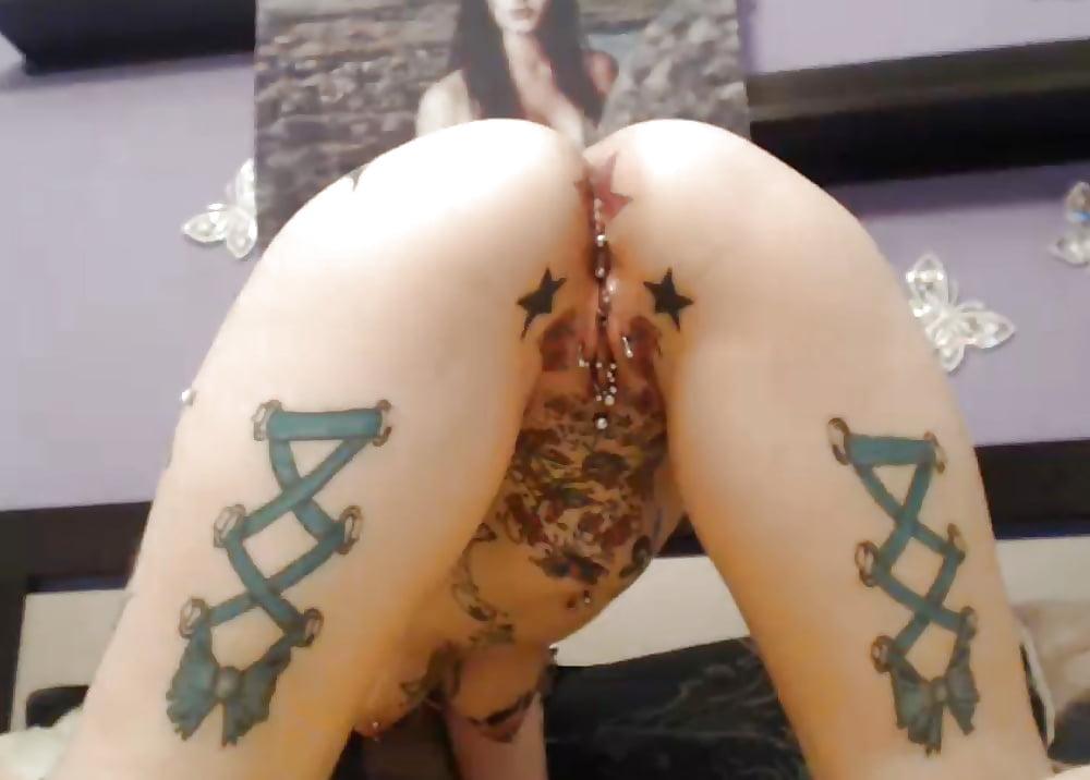 Делают тату на анусе видео порно, озабоченный дрочер видео