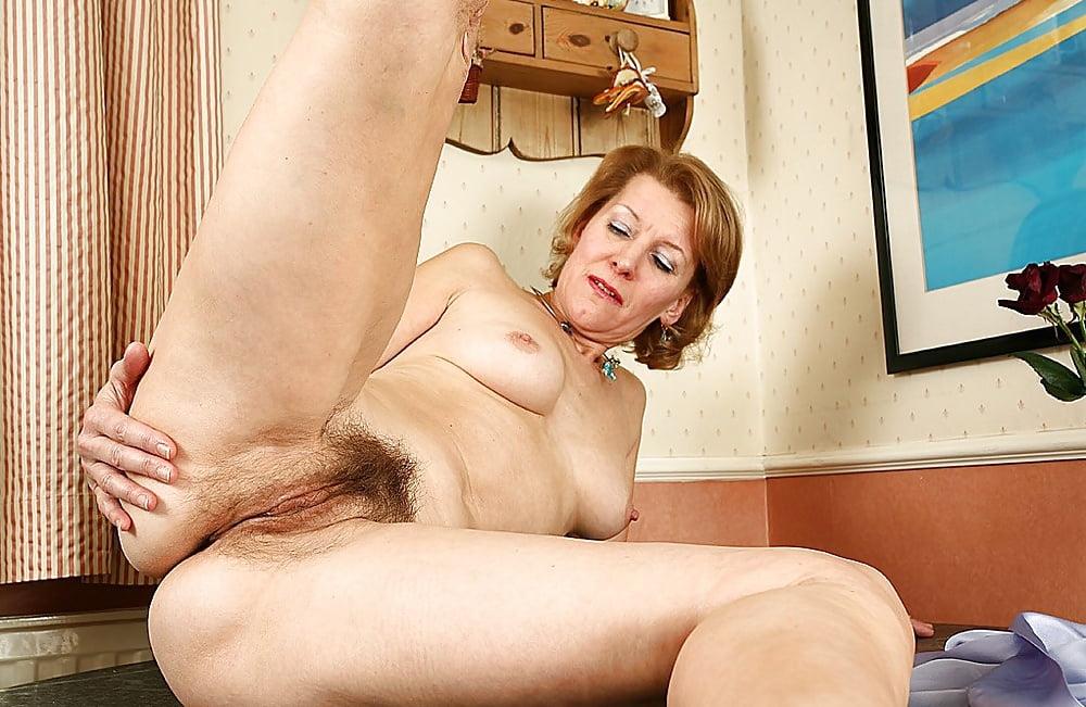 Порно из категории волосатые старушки