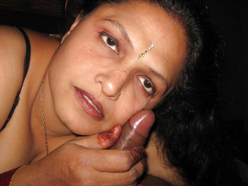 nude-indian-belowjob
