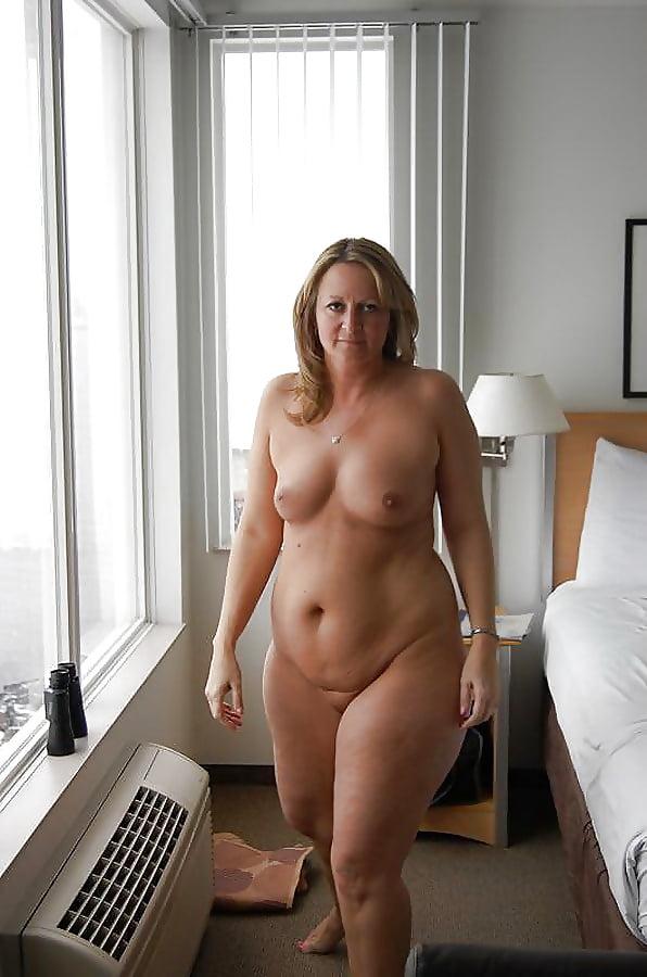 emmanuelle nude pics