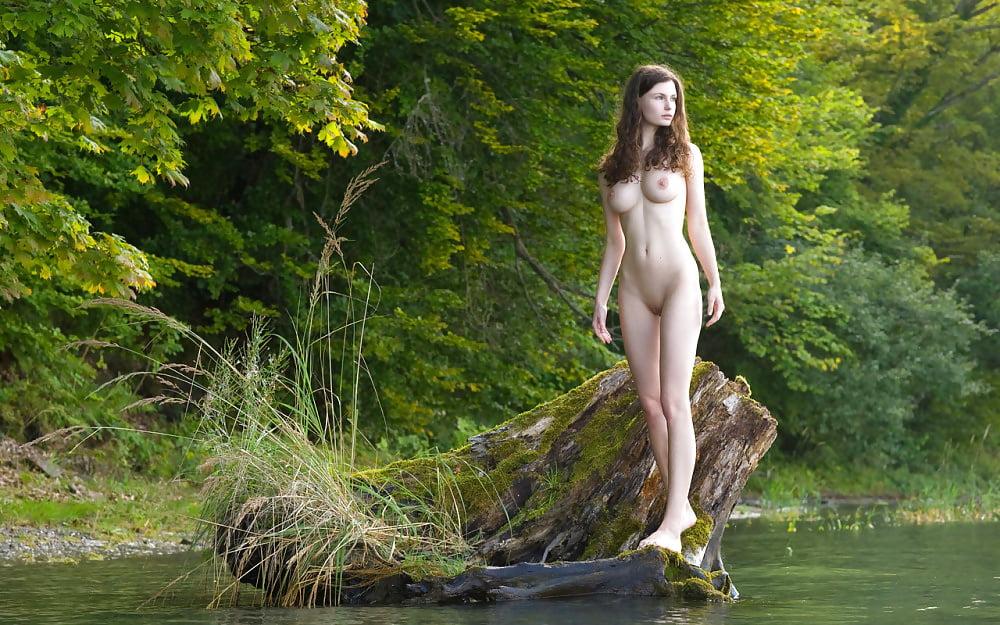Jenny Wild Nude