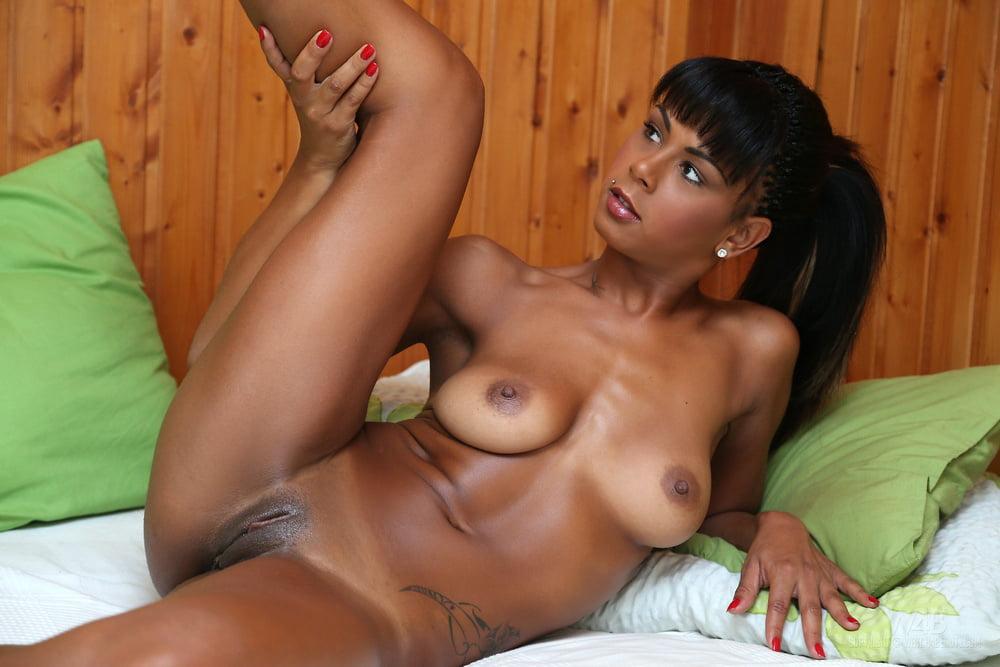 Порноролики красивые чернокожие девушки голые видео порно девушкой сняли