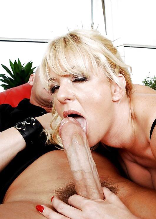 Versaute Riesenschwanz Sexmaschine Orgasmus