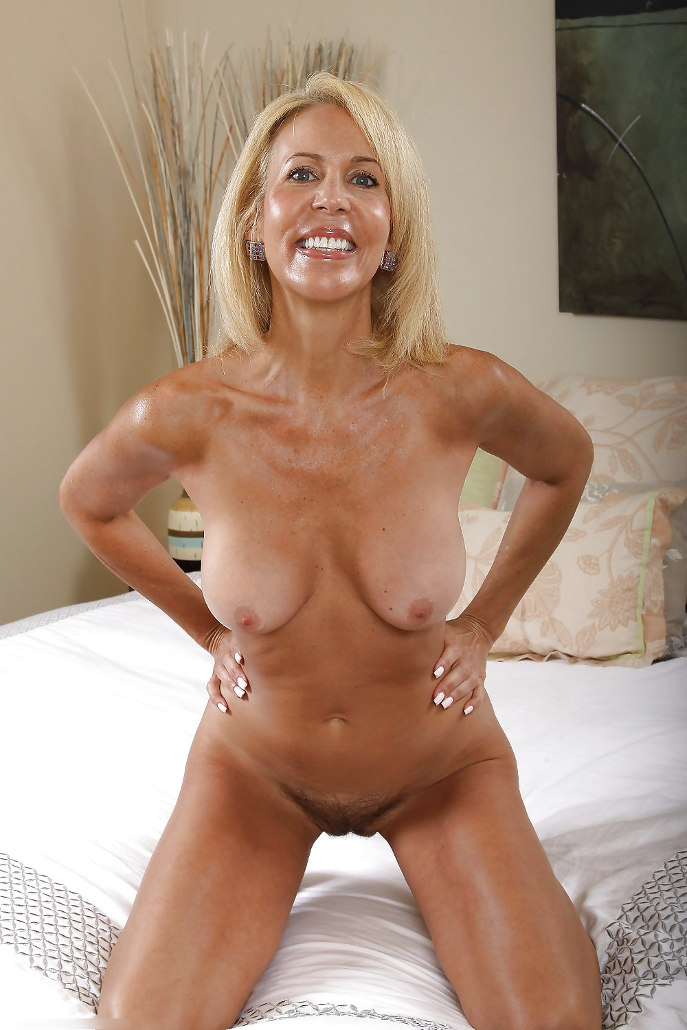 Short free mature blonde tanned videos hot