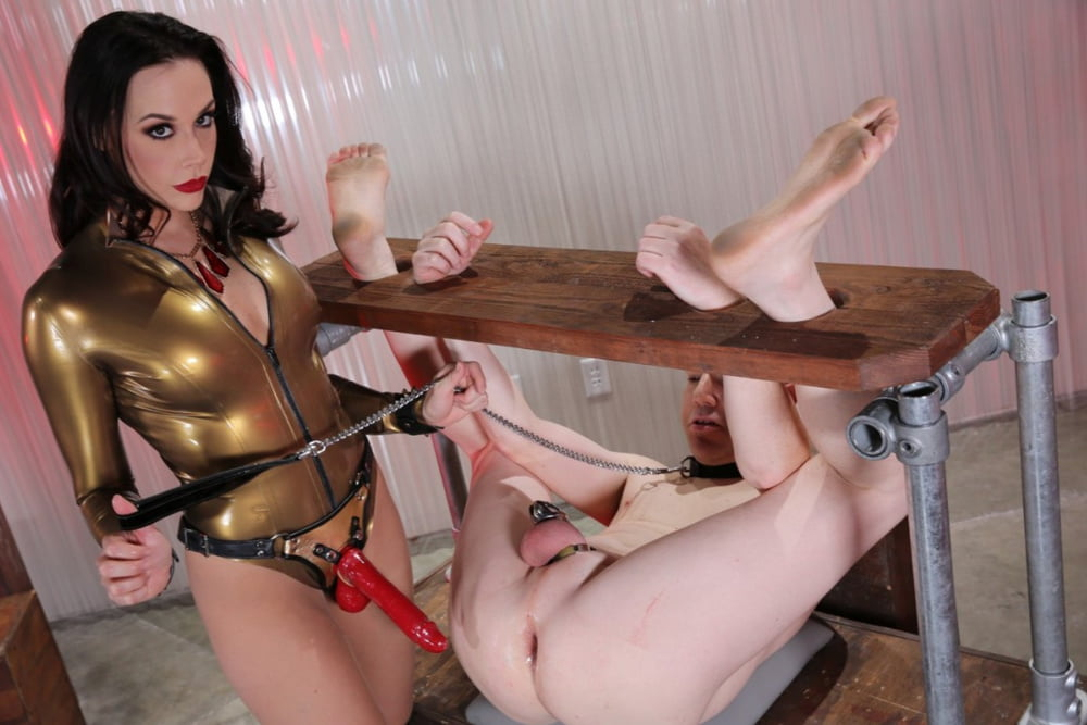 bar-porn-femdom-fantasy-strapon-ass-to-lined-with
