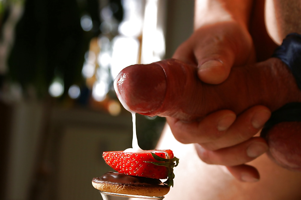 Порно еда на членах