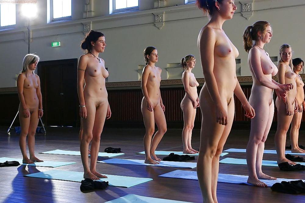 голые девки делают гимнастику видео