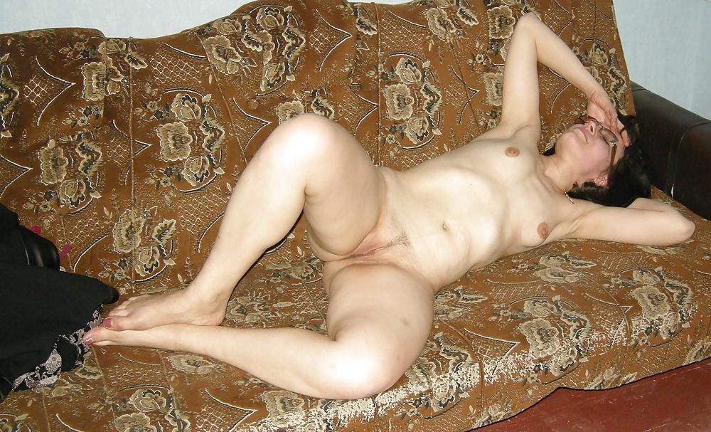 голые зрелые женщины на диване ролики