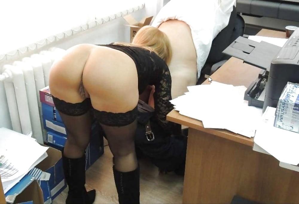молодая секретарша встала раком - 12