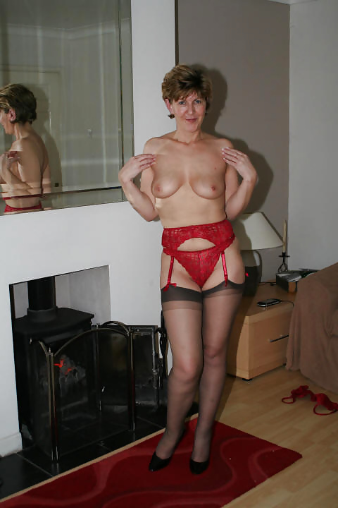 See and save as sexy busty mature uk milf sarah l porn pict