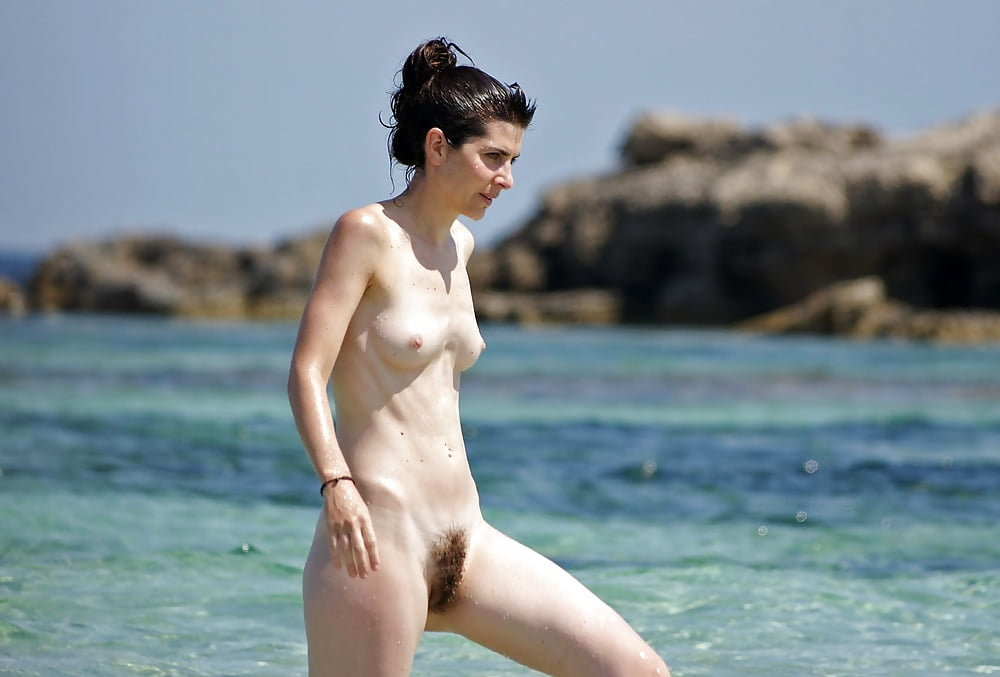 black-hair-on-the-nude-beach