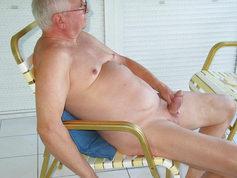 Naked men small penis peeing