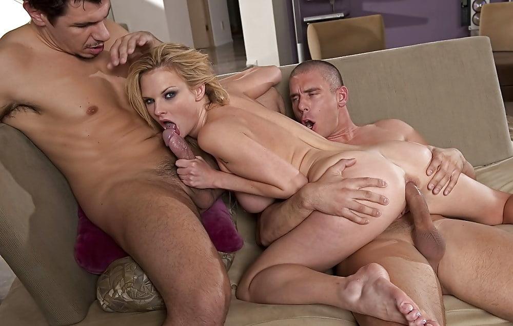 смотреть как ебут в два ствола согшибательы телок порно видео