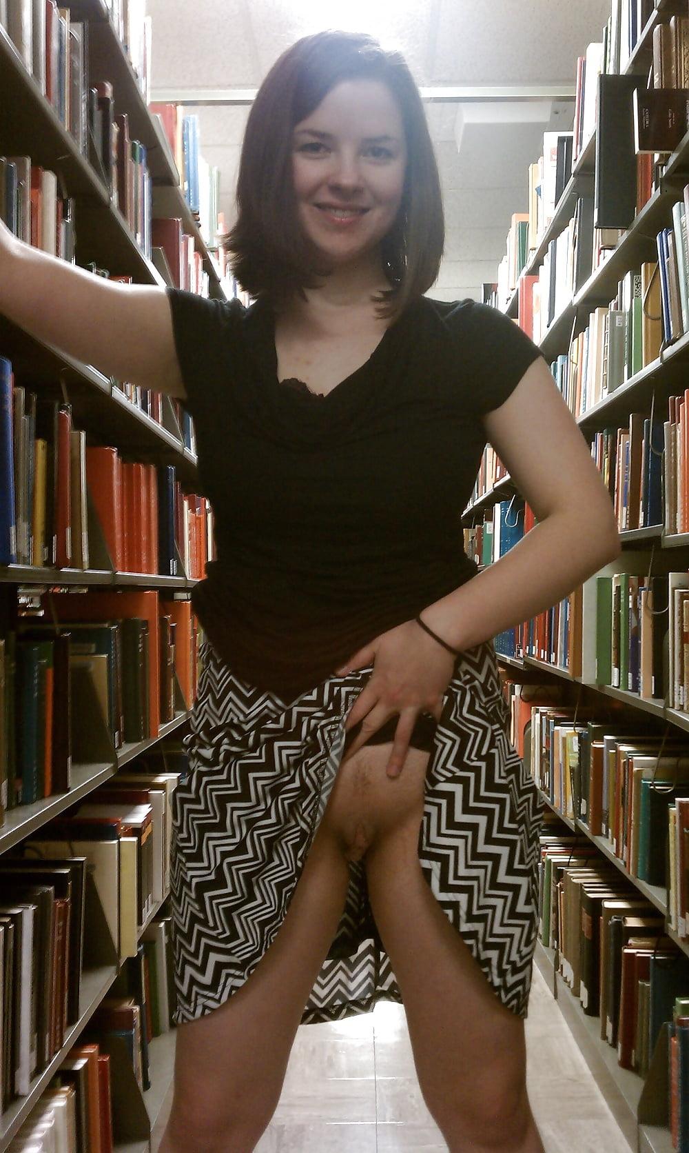 показывает пизду в библиотеке плывете себе