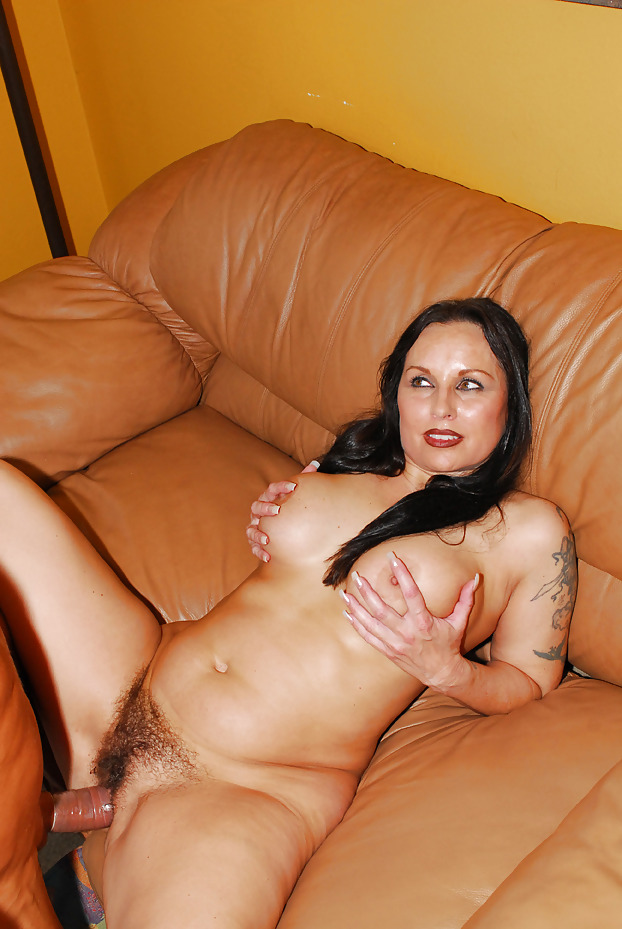 Смотреть порно зрелая брюнетка #10