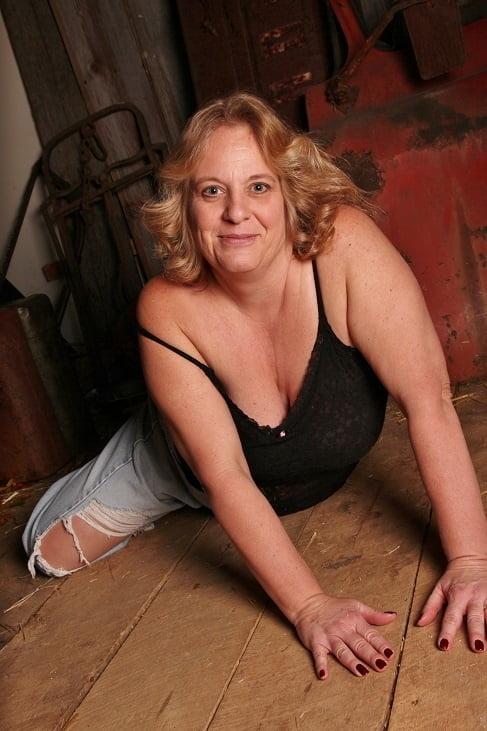 Slut behind her hubbies back - 18 Pics