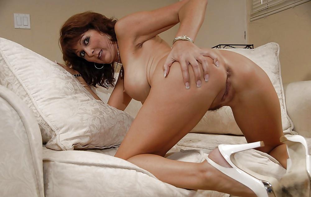Hot cougar ass — pic 2
