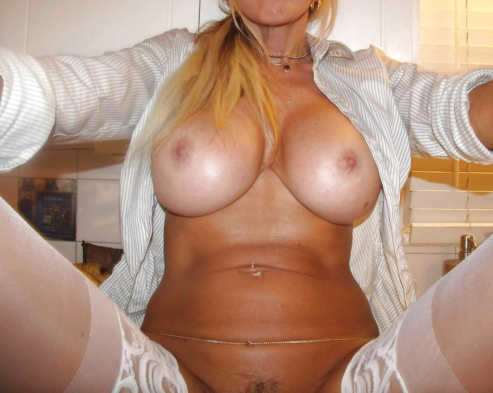 Milf With Huge Fake Tits - 11 Pics - Xhamstercom-9570