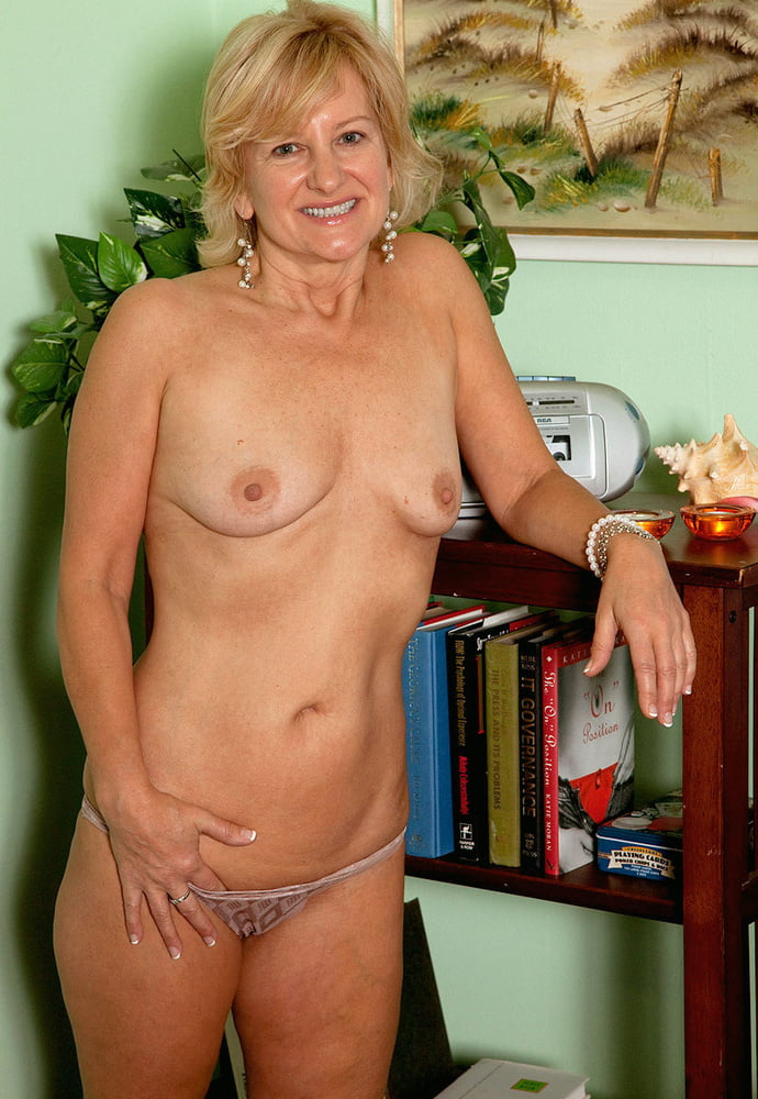 Писсинг онлайн фото голых женщин прелести бальзаковского возраста порно видео массаж