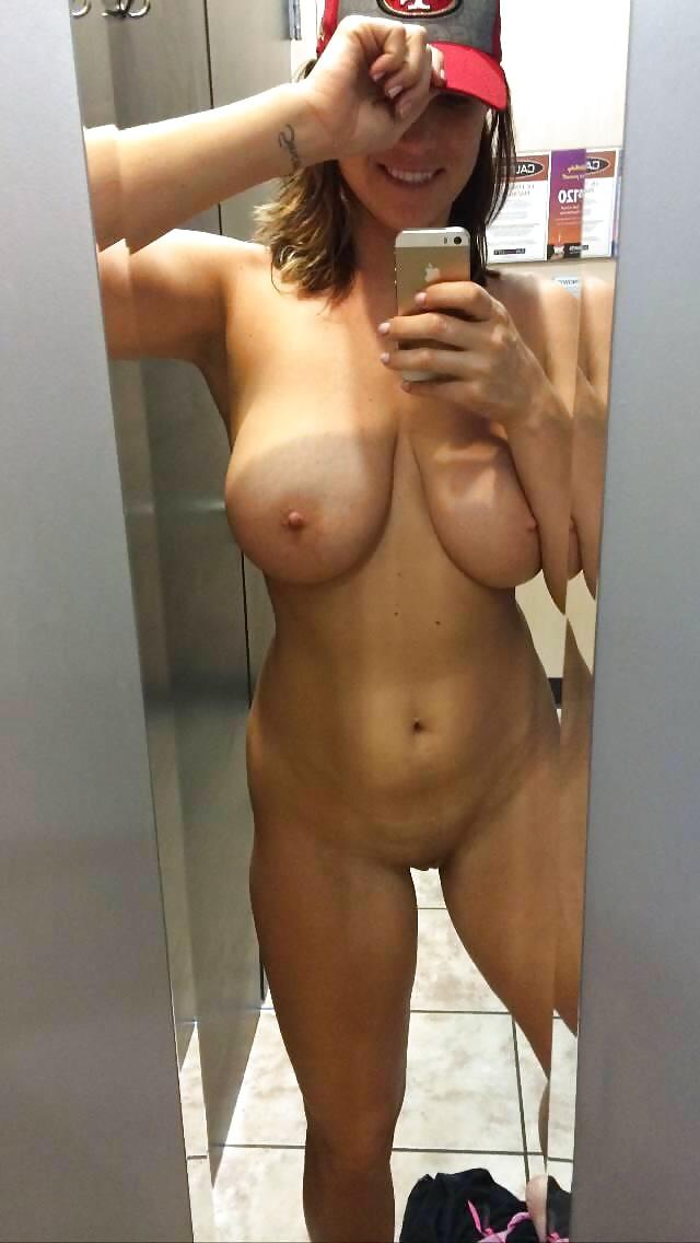 Selfies Of Nude Women