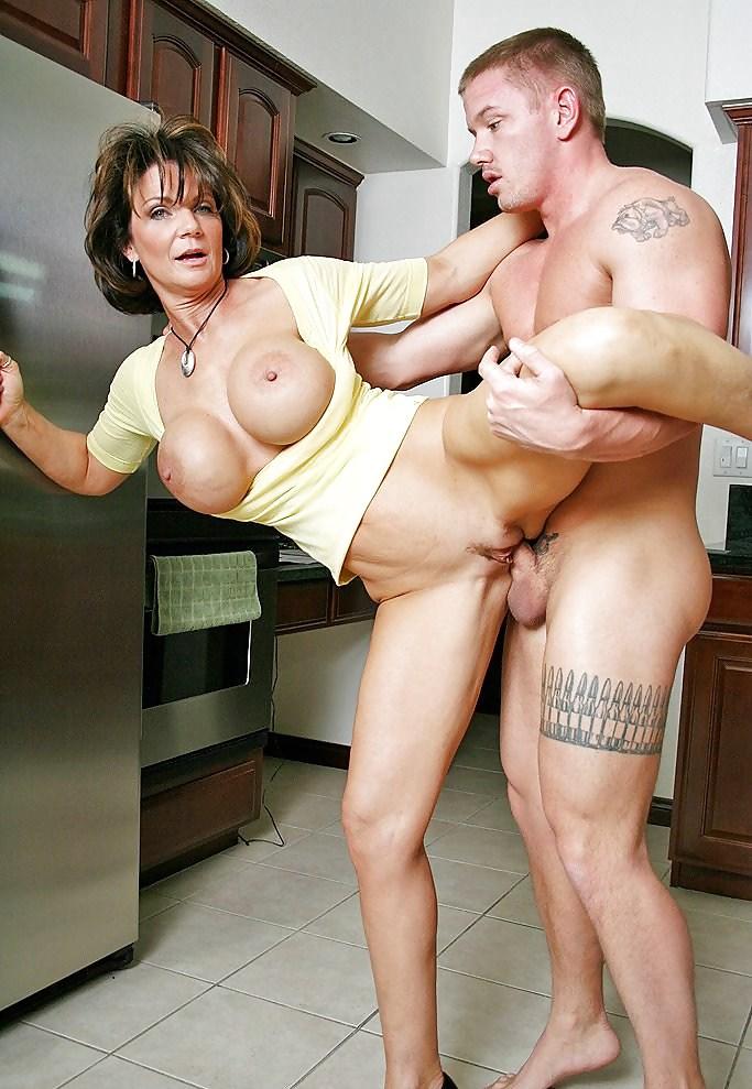 Порно фото со зрелыми продавщицами — pic 8