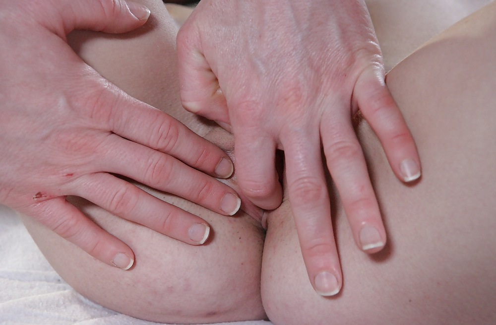Melanie gold using fingers solo on sapphix - 1 part 10