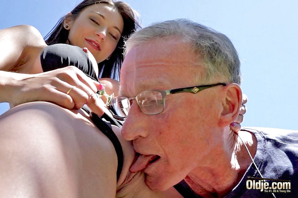 naked-women-old-guy-balls-licking-porn