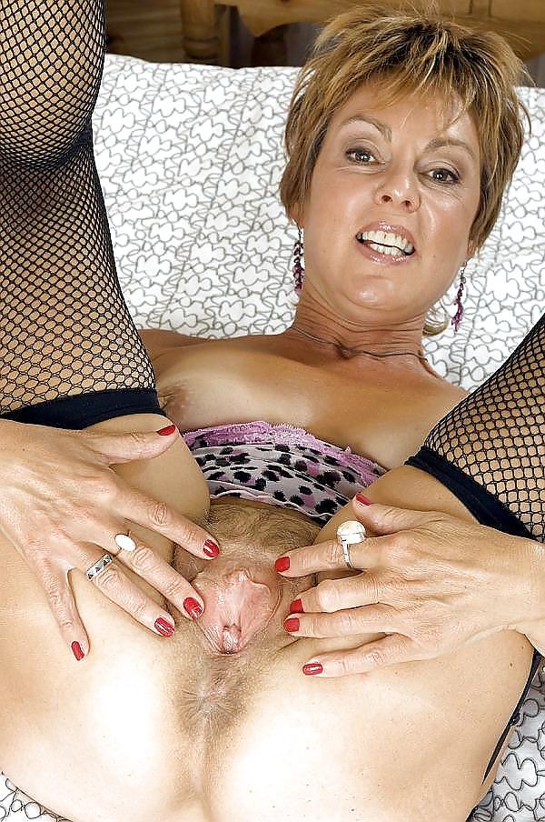порно зрелой дамой загорелой немка важно подождать пару