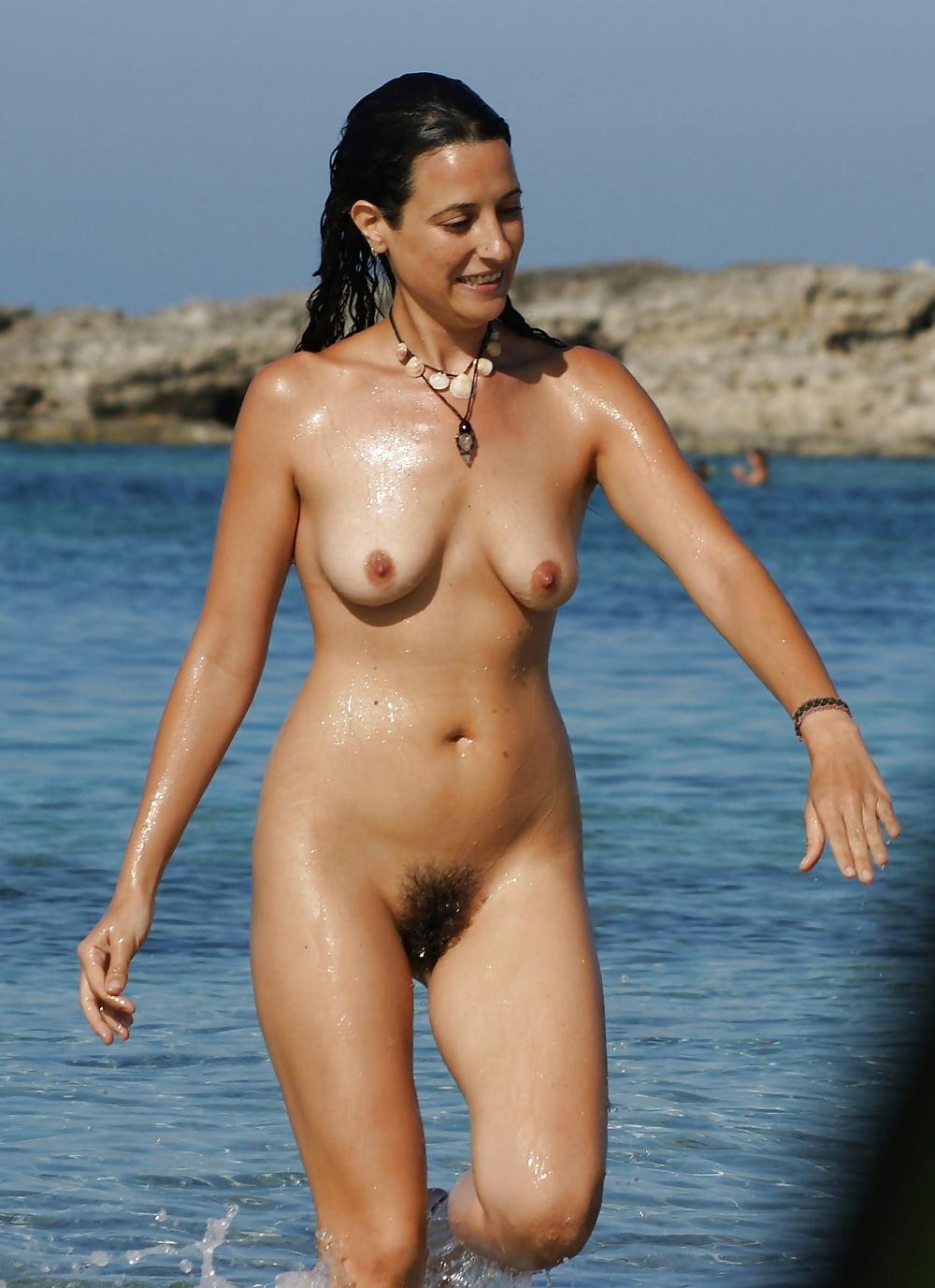 Milena nude pointy girls muff beach deschanel