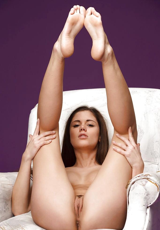 slayd-shou-iz-foto-golih-nogi-vverh-smotret-porno-onlayn-arabki