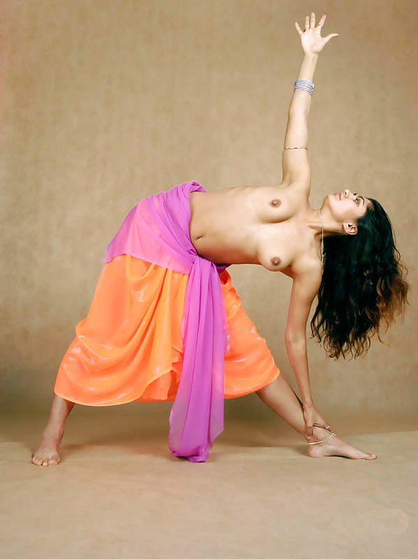 naked-yoga-indian-girls