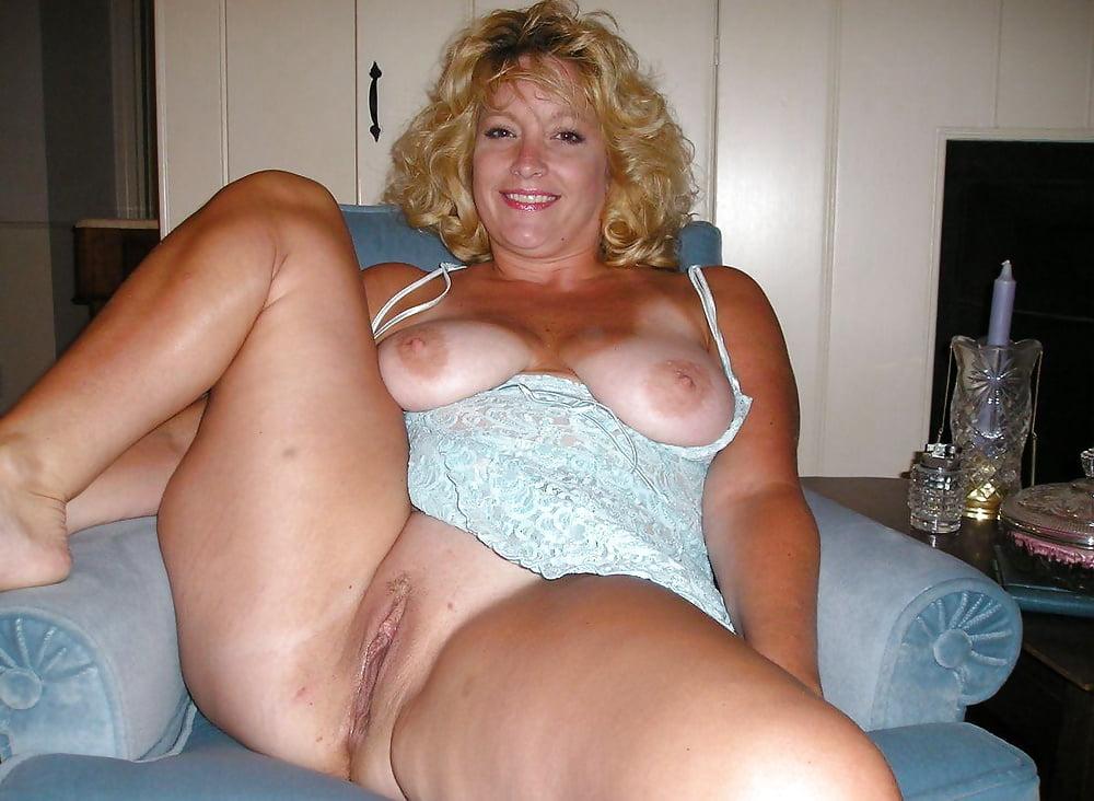 Девушка показывает фото порно дам полных гость трахнул хозяйку