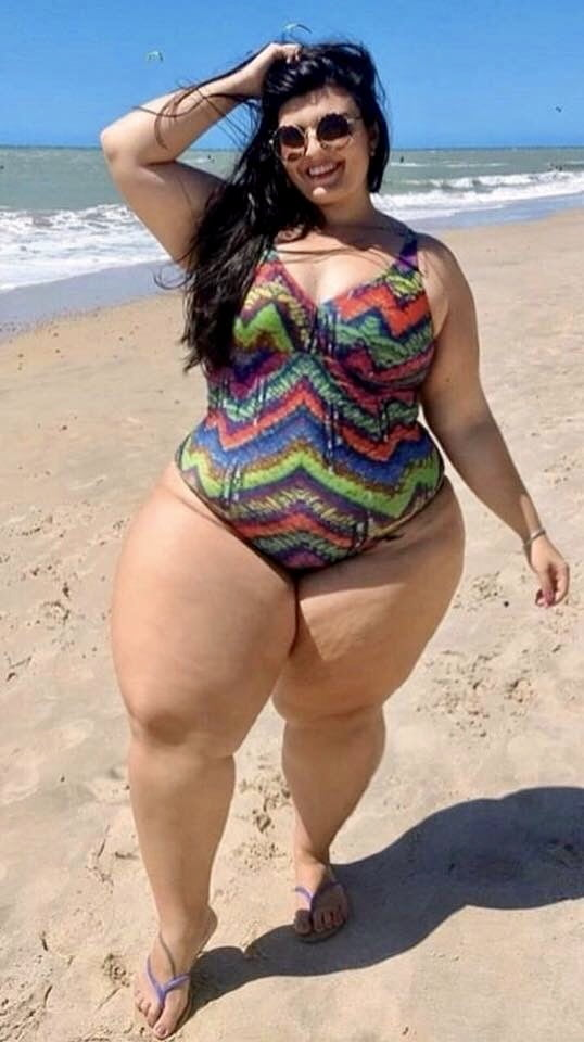 считать, фото женщин с широкими бедрами и толстенькими ногами эротика страницах