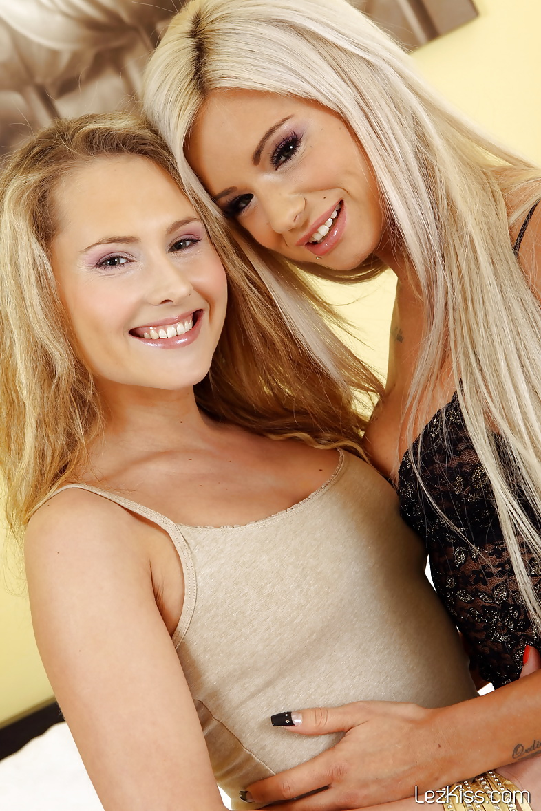 blondes-licking-butthole-nude