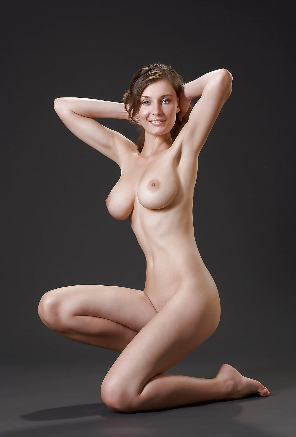 полностью обнаженные девушки с большой грудью - 6