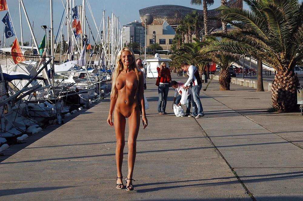 nude-bathing-in-barcelona
