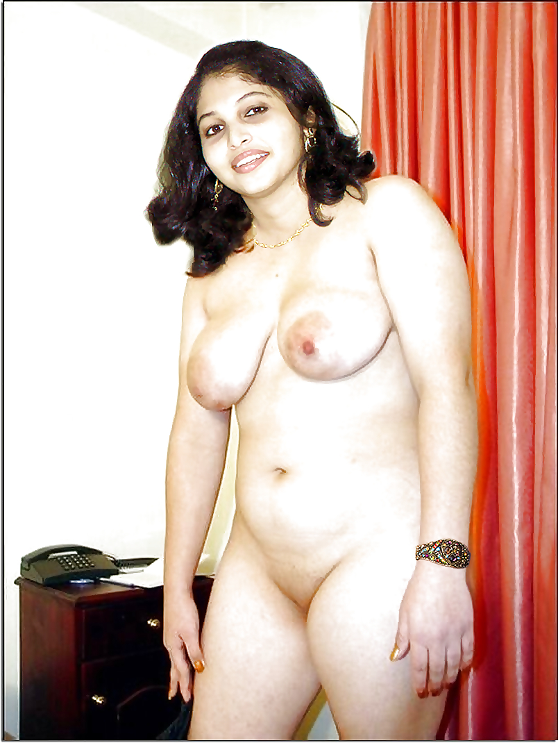 Kavya Madhavan Big Ass View In Saree