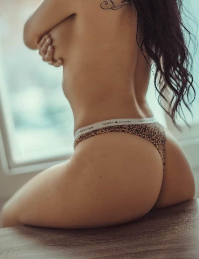 Canadian erotic models 4 - 31 Pics