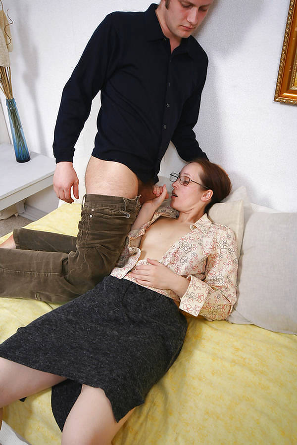 Younger boy older woman porn-8170