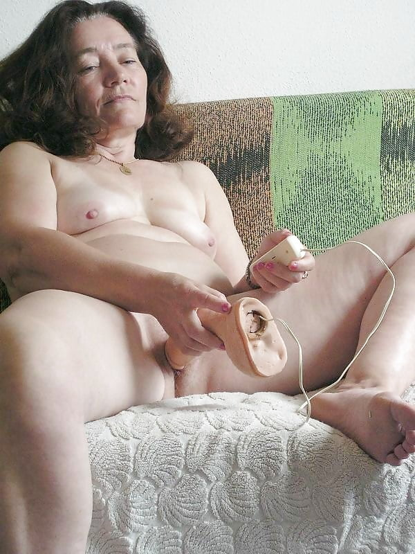 Granny Lesbians Fisting To Multiple Orgasms