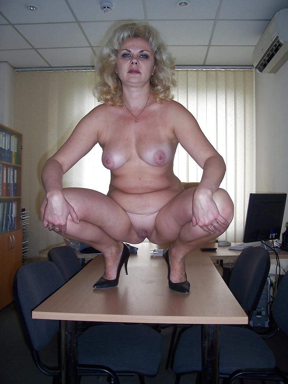 зрелые голые на работе качественная