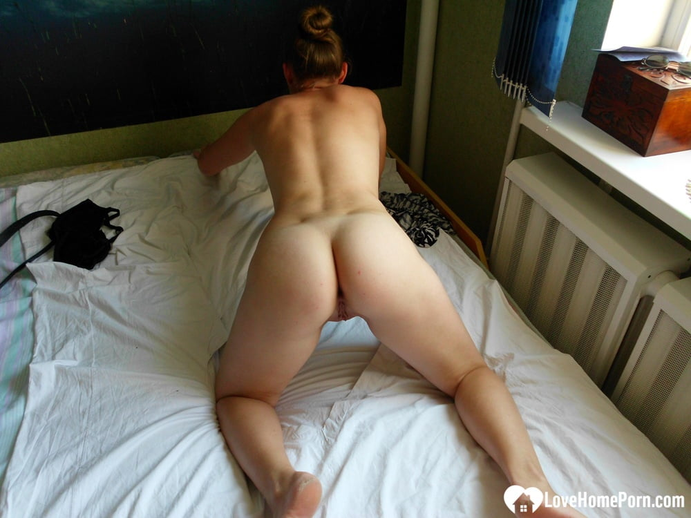 Kinky girlfriend wants attention with a solo session - 126 Pics