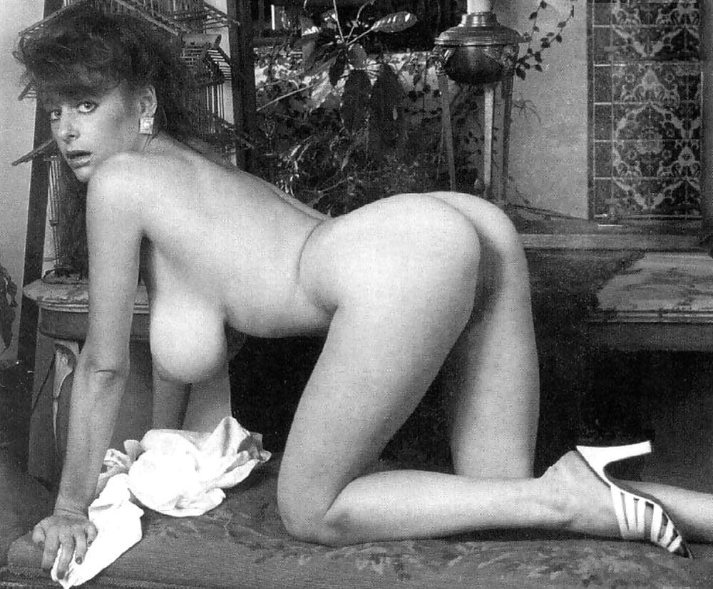 стал уже ретро порно фото красивых голых девушек праздника уходит