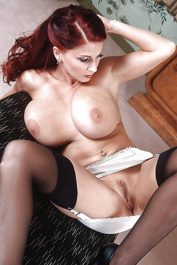 Nackt In Nylons