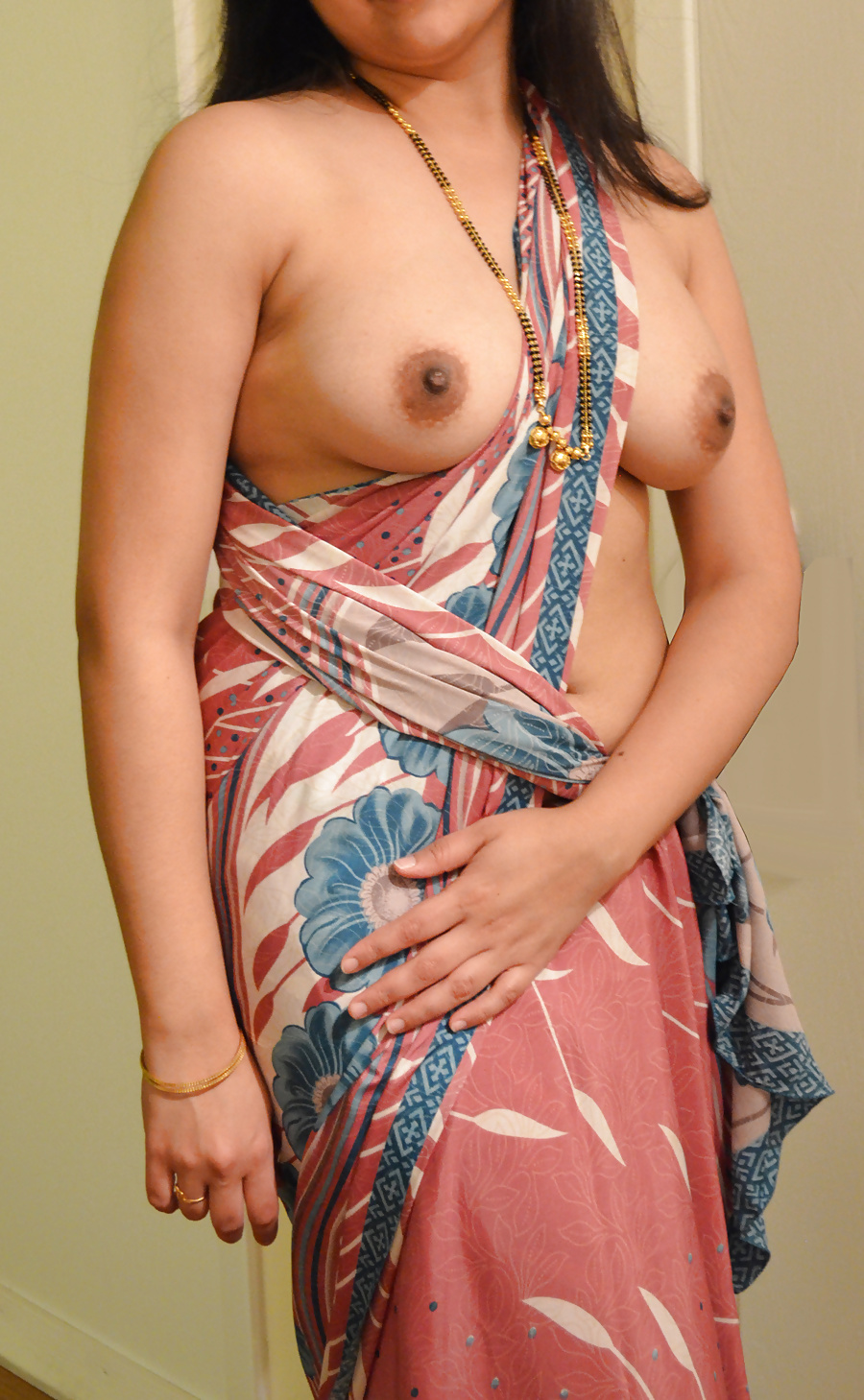 hot-nude-saree-lady-nude